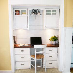 closet redesigned as an office alcove