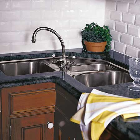 Corner double-bowl kitchen sink
