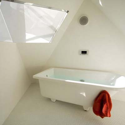the angular walls of the Reflection of Mineral House bathroom in Tokyo