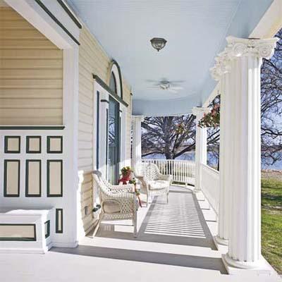 victorian-era details: wraparound porch