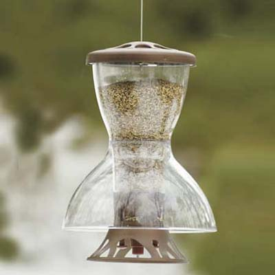 Squirrel fortress birdfeeder with built-in baffle