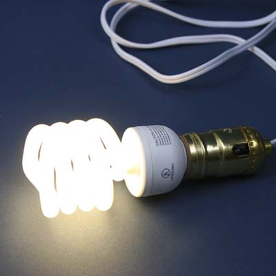 Fluorescent three-way light bulb