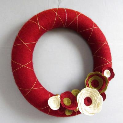green yarn wreath with gold embellishments