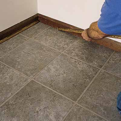 Laying vinyl floor tiles