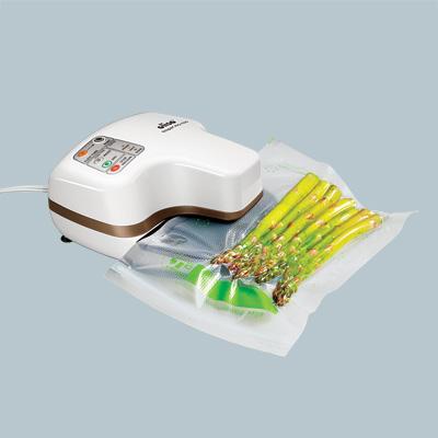 oliso frisper freshkeeper vacuum sealing plastic bag of asparagus