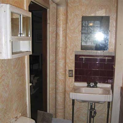small outdated bathroom