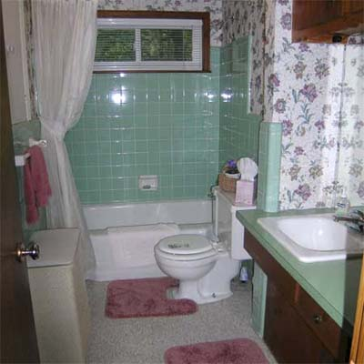 outdated bathroom with teal tile