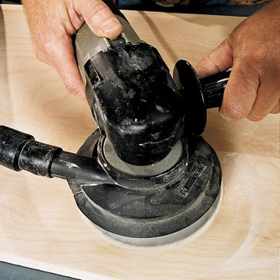 man starting and stopping random orbit sander