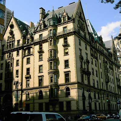 dakota apartment building in new york city
