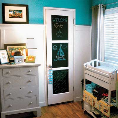 Nursery closet-door with chalkboard finish