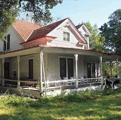 rundown farmhouse before remodel