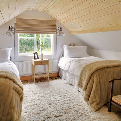 Low ceiling attic bedrooms for Bedroom ideas low ceiling