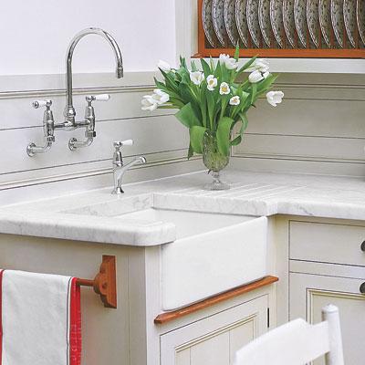 An apron kitchen sink