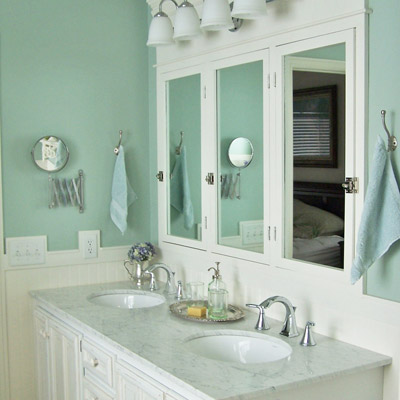 Perfect blue editors 39 picks our favorite blue bathrooms for Blue green bathroom ideas