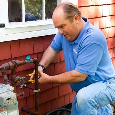 Richard Trethewey uses water-pump pliers