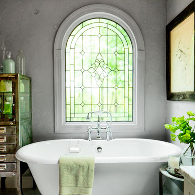 1930s Hollywood-style bath