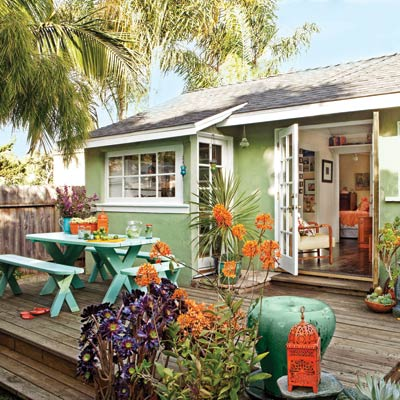 Outdoor living space on a budget for Outdoor living spaces on a budget