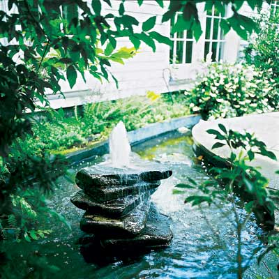 backyard fountain made from bluestone pavers