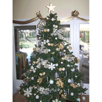 Gold-themed decorated Christmas Tree, a finalist in the TOH Holiday Contest