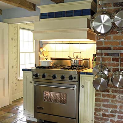 kitchen with 4 burner cook range
