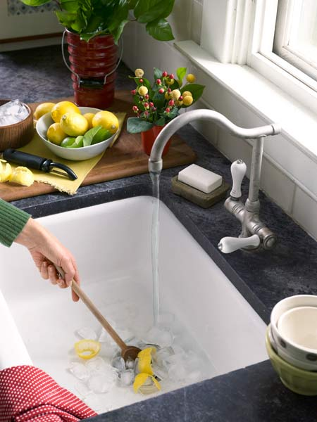 freshen garabage disposal smell with white vinegar and lemon peels, fast fixes
