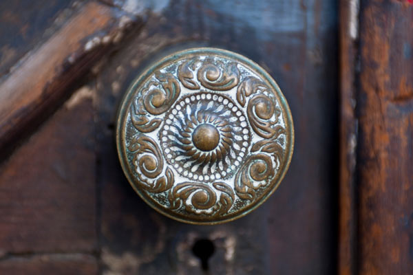 tarnished brass doorknob, fast fixes