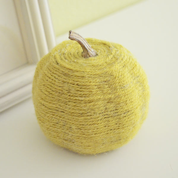 pumpkin wrapped with yarn, painted pumkin carving alternative