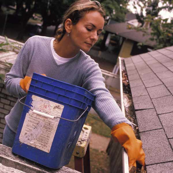DIY calorie burners woman cleaning out rain gutters