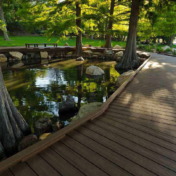 Trex Transcend decking green with pond