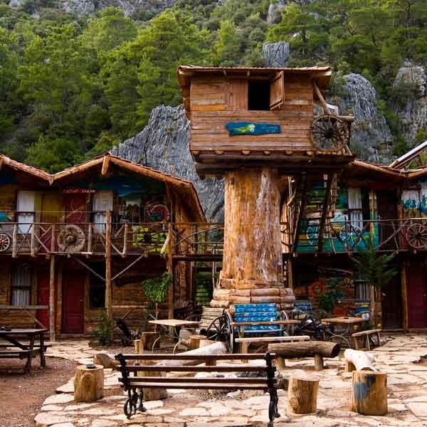 kadir treehouse hostel in turkey