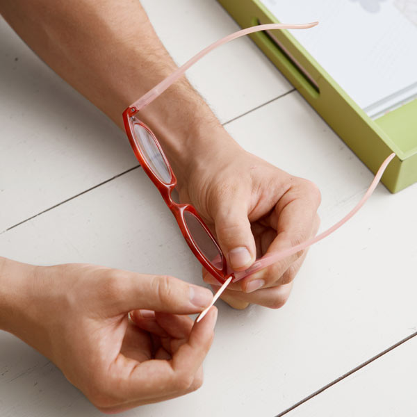 filling eyeglasses screw hole with toothpick, 10 uses for toothpicks