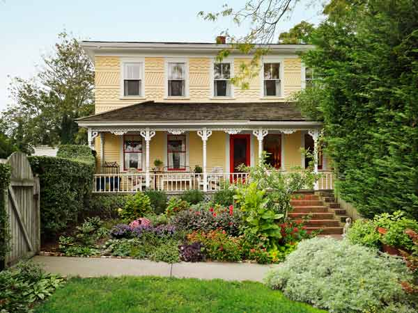 Federal style gem after an over renovated cottage becomes an unburied treasure this old for Federal style home exterior paint colors