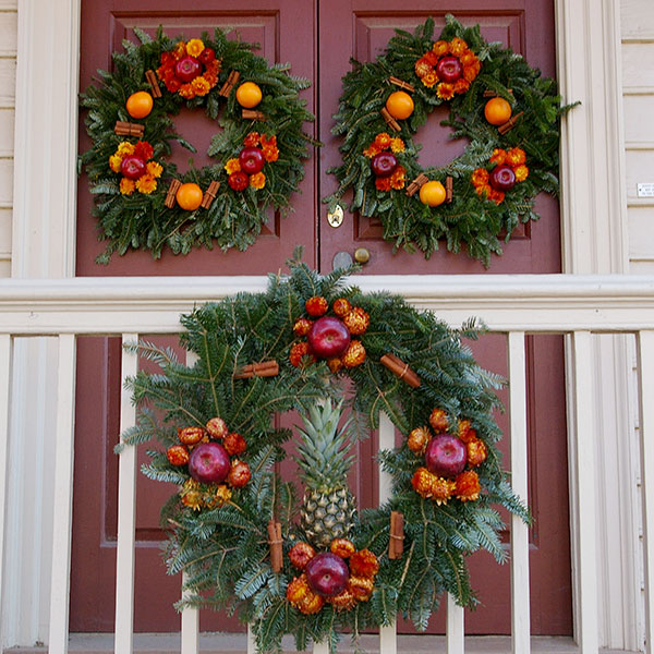 Williamsburg Christmas Decorating Ideas: The Wreaths Of Colonial Williamsburg