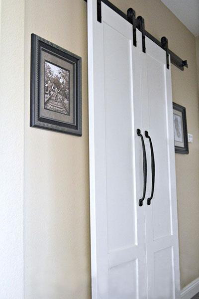 Laundry room doorway 11 inspirational barn door ideas for Laundry room sliding doors