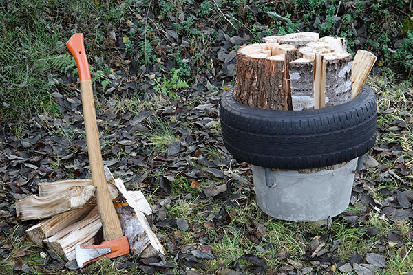 a wood-chopping splitting block
