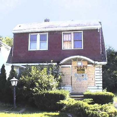 1925 detroit 3 bedroom is listed for $2,900 with the promise that it has been priced low for a quick sale