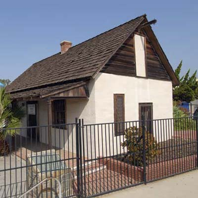 California adobe 1 homes for the holidays 2009 this for Adobe home builders california