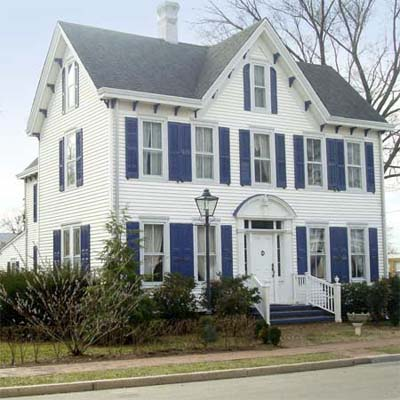 an old Federal style house in Smyrna, Delaware