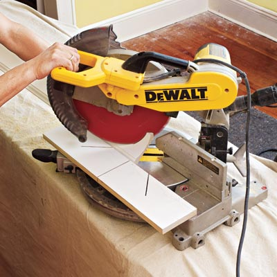 cutting the crown molding for three-piece crown molding