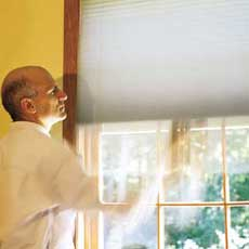 Installing Window Shades tout