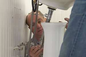 Richard Trethewey replaces a cracked pedestal sink