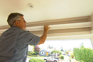 Tom Silva installs wood crown molding